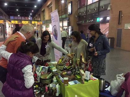 Los productos de Comercio Justo llegan a las estaciones ferroviarias de Adif